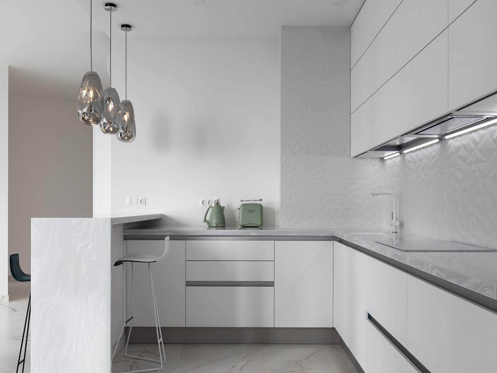 Угловая кухня в квартире с минимальным количеством места
