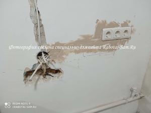Новая перенесенная розетка на стене