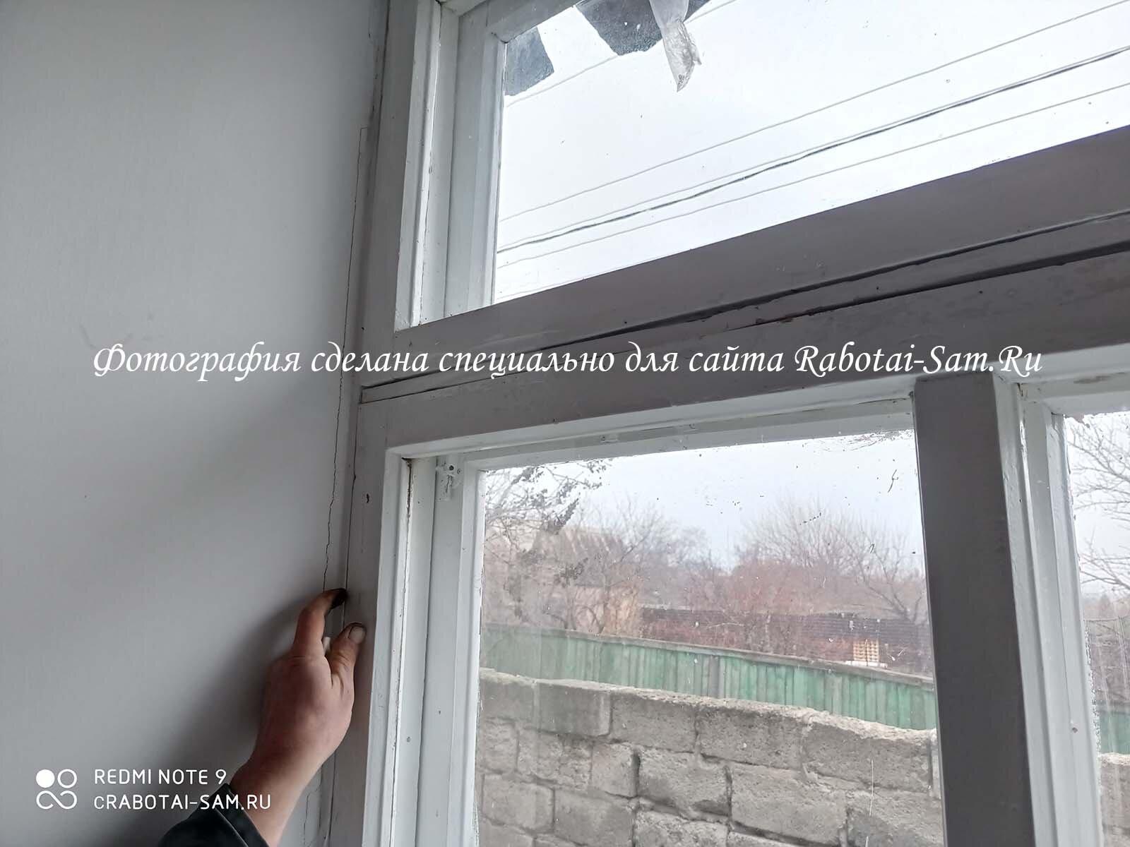 Снимаем створку деревянного окна с петель