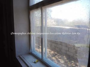 Снимаем старое окно с детской комнаты для установки нового