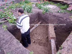 Начинаем копать сливную яму на участке своими руками