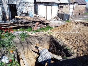 Копаем яму штыковой лопатой своими руками на даче