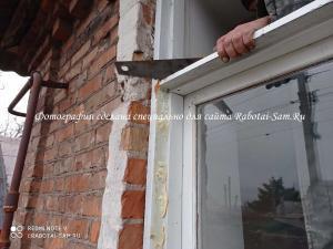 Распиливаем старую раму деревянного окна