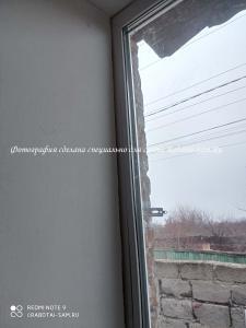 Откосы после аккуратного монтажа нового окна зимой
